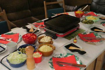 table avec raclette végétarienne