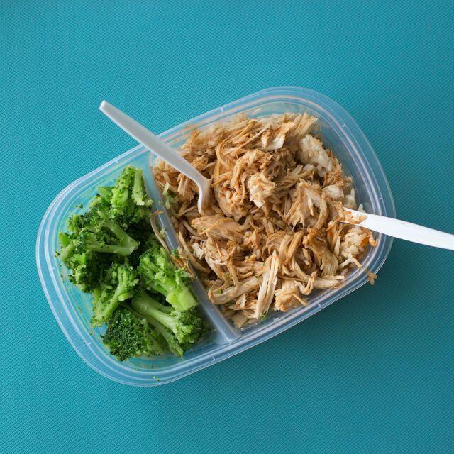 un emballage alimentaire de type barquette en plastique
